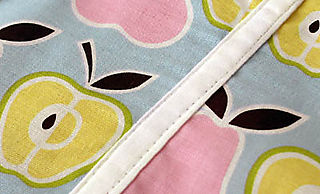 Sw_mom apron close up